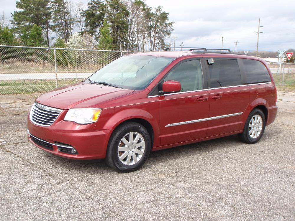 2014 BURGUNDY /TAN Chrysler Town & Country Touring (2C4RC1BG9ER) with an 3.6L V6 DOHC 24V engine, 6-Speed Automatic transmission, located at 2812 White Horse Road, Greenville, SC, 29611, (864) 269-1711, 34.808655, -82.434776 - Photo #0