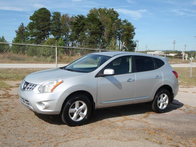 2013 SILVER /BLACK Nissan Rogue (JN8AS5MT5DW) , Automatic transmission, located at 2812 White Horse Road, Greenville, SC, 29611, (864) 269-1711, 34.808655, -82.434776 - Photo #0