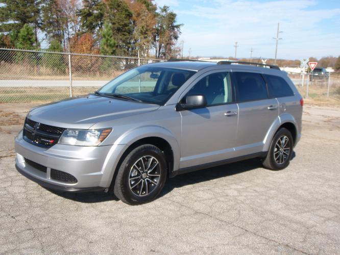 2018 SILVER /Black Dodge Journey SE (3C4PDCAB7JT) with an 2.4L L4 DOHC 16V engine, Automatic transmission, located at 2812 White Horse Road, Greenville, SC, 29611, (864) 269-1711, 34.808655, -82.434776 - Photo #0